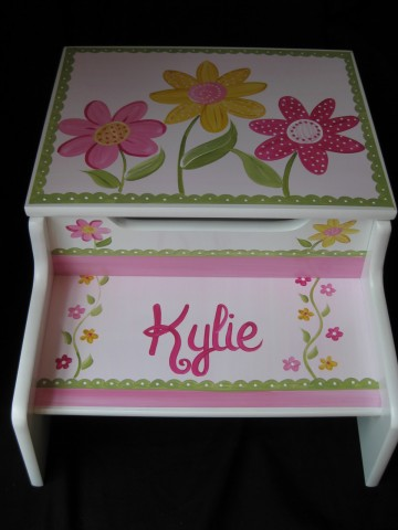 Storage Step Stool Delicate Pink Daisy Garden