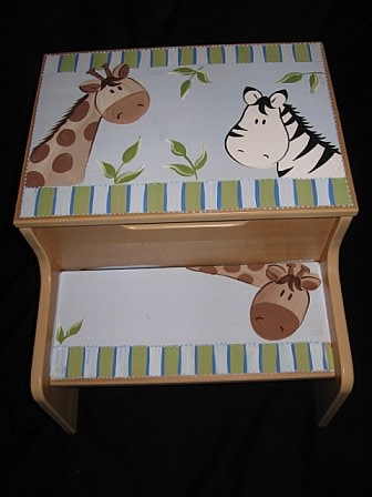 Storage Step Stool Giraffe